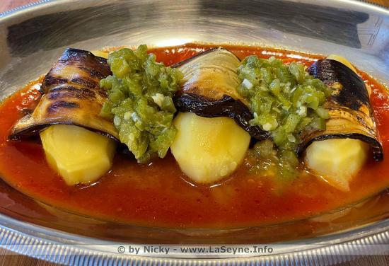 Pommes de Terre enroulées d'Aubergines grillées et Compotée de Poivrons, Piment vert et Courgettes