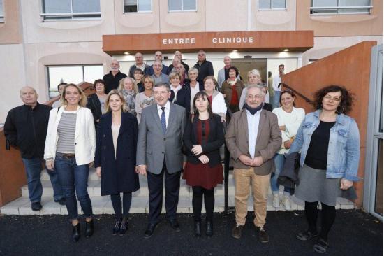 Les élus de l'ouest Var mobilisés contre la menace de fermeture de la clinique Malartic. Photo Dominique Leriche