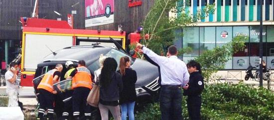 Un passager du véhicule a été extrait par les pompiers et transporté aux urgences. Photo RPM