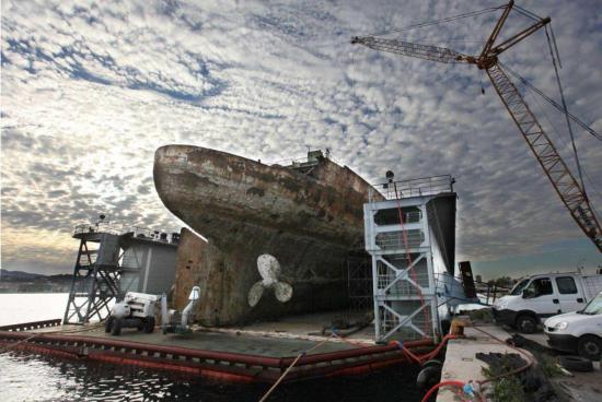 Massivement présente sur les navires militaires et civils pendant des décennies, l'amiante est interdite depuis 1997 en France. Les maladies de l'amiante peuvent se déclarer de 20 à 50 ans après en avoir inhalé les fibres. Photo Éric Estrade