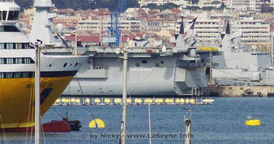 #Coronavirus #Covid19: Le Porte-Avions nucléaire français Charles-de-Gaulle a accosté ce Dimanche 12/04/2020 à Toulon