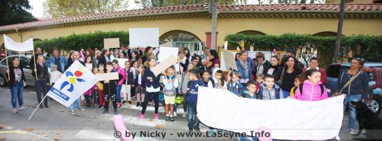Les Parents d'Elèves des Ecoles Malsert se rassemblent pour Protester