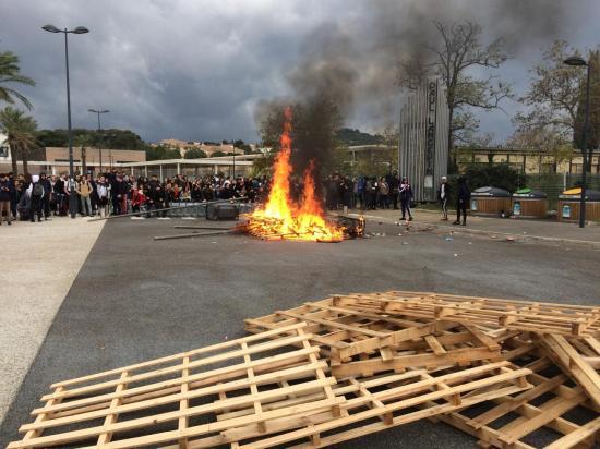 Gilets Jaunes: Lycées bloqués à La Seyne