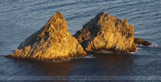 Les Deux Frères face au Cap Sicié