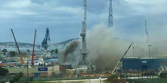 Intervention en cours sur le SNA Perle: Un Incendie s'est déclaré en Zone avant du Sous-Marin nucléaire à Toulon