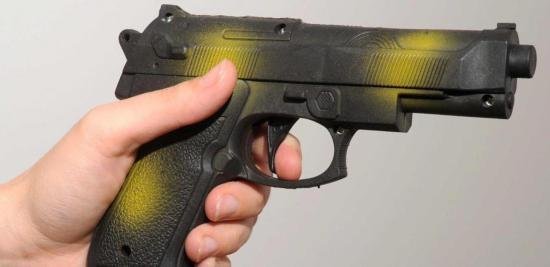 Interdiction du port, du transport et du maniement d'objets ayant l'apparence d'une arme à feu