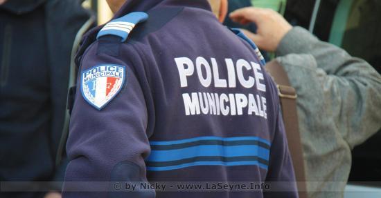 Un Conducteur en Fuite, après avoir renversé deux Policiers municipaux, lors d'un Contrôle