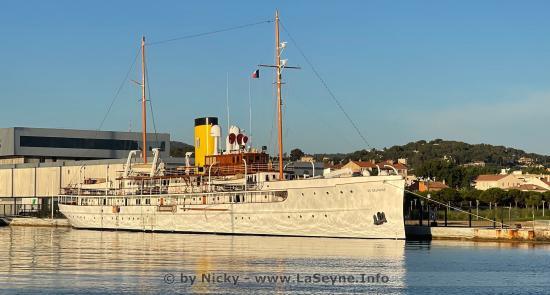 Le Yacht SS Delphine amarré à La Seyne