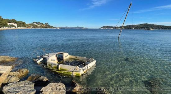 Relevage d'Epaves sur le littoral de la Commune de La Seyne-sur-Mer par les Plongeurs-Démineurs de la Marine nationale