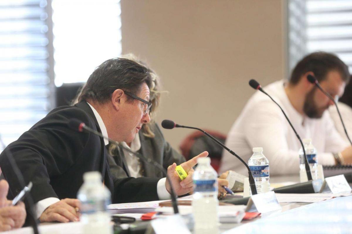 Entre Jean-Pierre Colin - au premier plan - et Romain Vincent - à l'arrière plan -, le divorce est consommé. Photo Frank Muller