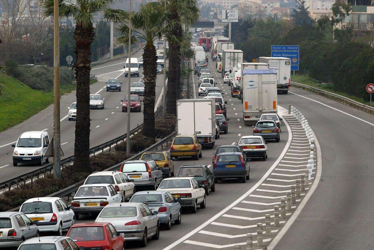 Un accident et un bus en panne perturbent la circulation sur l'A50 et l'A57